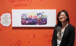 Cindy Tang, 17 ans, la gagnante du concours Doodle 4 Google, pose avec sa création au Musée Royal de l'Ontario (MRO), à Toronto, le mardi 25 février 2014. (LA PRESSE CANADIENNE/Angela Hennessy)