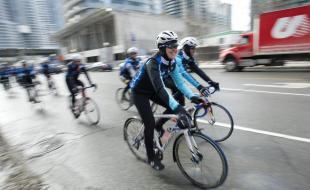 La championne olympique Clara Hughes participe au Grand Tour de Clara, le 14 mars 2014. La campagne vise la santé mentale. (Kevin Van Paassen/The Globe and Mail)