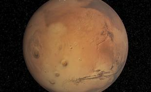 Mars, la planète rouge – et la future demeure de terriens? (Photo provenant de Wikimedia Commons.)