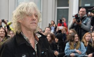 Sir Bob Geldof aux Sarm Studios à Londres, en Angleterre, le 14 novembre 2014, lors de l'enregistrement de la dernière chanson de Band Aid pour aider à résoudre la crise causée par le virus Ebola. (Photo de James Warren/PictureGroup)