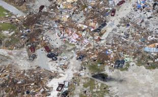 On voit les suites de l'ouragan Dorian dans les îles Abacos, aux Bahamas, sur cette photo prise par le ministre de la défense néerlandais le 11 septembre 2019. (Sjoerd Hilckmann/Ministère de la défense néerlandais via AP)