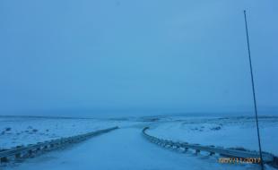 La route entre Inuvik et Tuktoyaktuk. (Photo fournie gracieusement par le gouvernement des Territoires du Nord-Ouest)