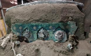 Vue d'un char trouvé à Civita Giuliana, au nord de Pompéi. (Parco Archeologico di Pompei/The Associated Press)